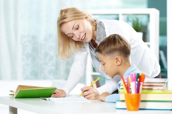 """ Gia sư nên giao bài tập """"vừa đủ"""" cho học sinh"""