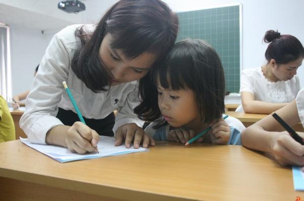  gia sư lớp 1 giúp bé rèn chữ