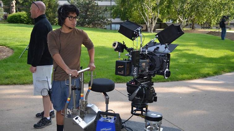 sinh viên rèn luyện kỹ năng quay phim như thế nào?