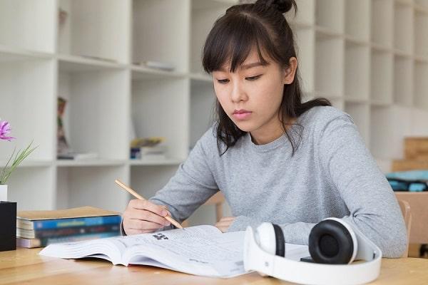 Thời gian làm bài thi cần bình tĩnh, tự tin.