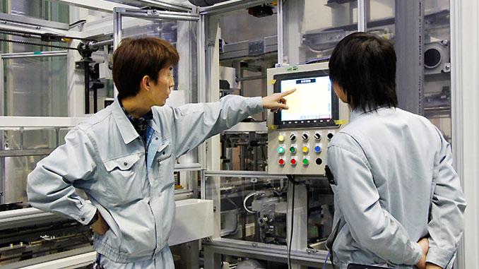 sinh viên ngành cơ khí điện tử
