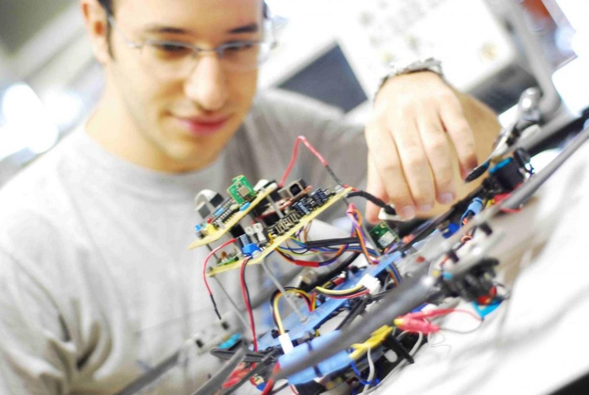 Kỹ sư điện tử viễn thông là gì?