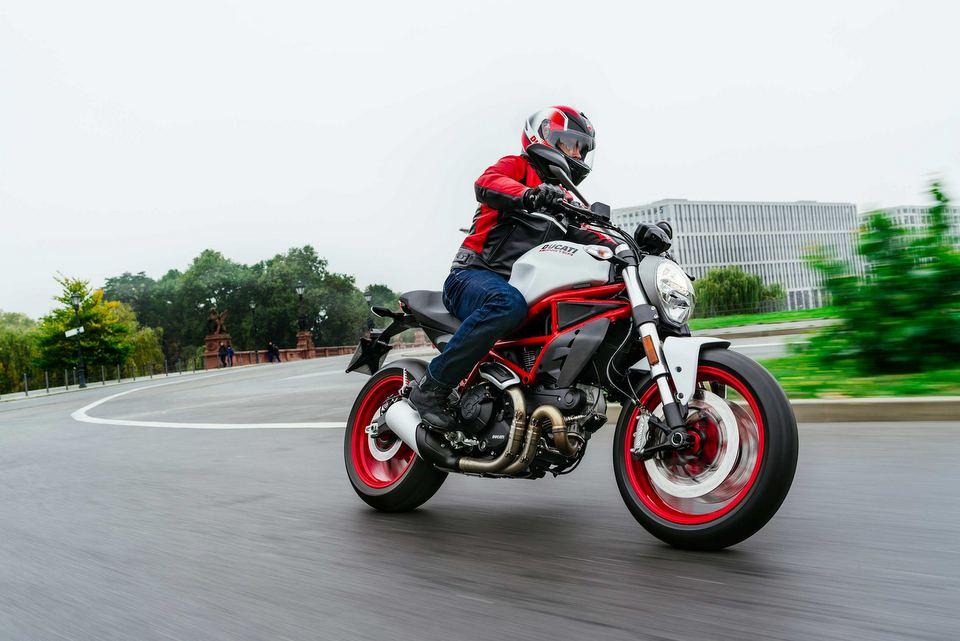 bantintrongngay.com - Kiểu xe moto phân khối lớn giá tiền tốt