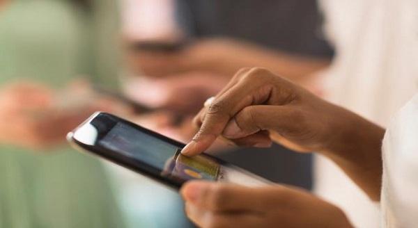 Nên chọn cách mua thẻ mạng Viettel online hay theo cách truyền thống?