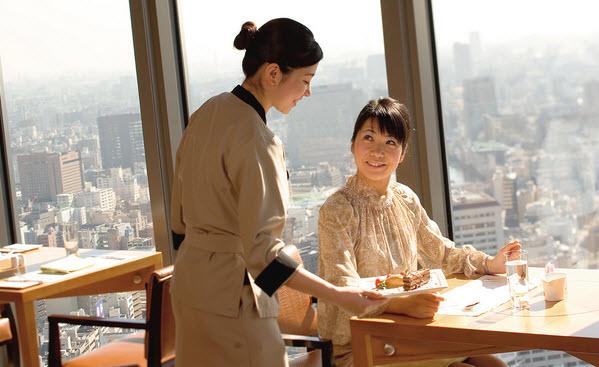 Cách thức hỗ trợ nhân viên phục vụ nhà hàng thăng tiến nhanh