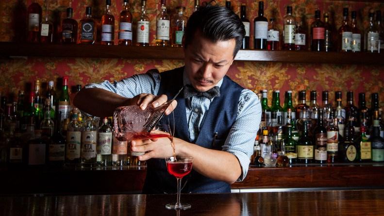 VnbeatWeb.com - Làm gì để có tất cả những kiến thức cần phải có để tìm việc làm với bartender