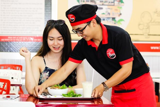 Viec lam tai Hung Yen: Làm nhân viên phục vụ không khó?